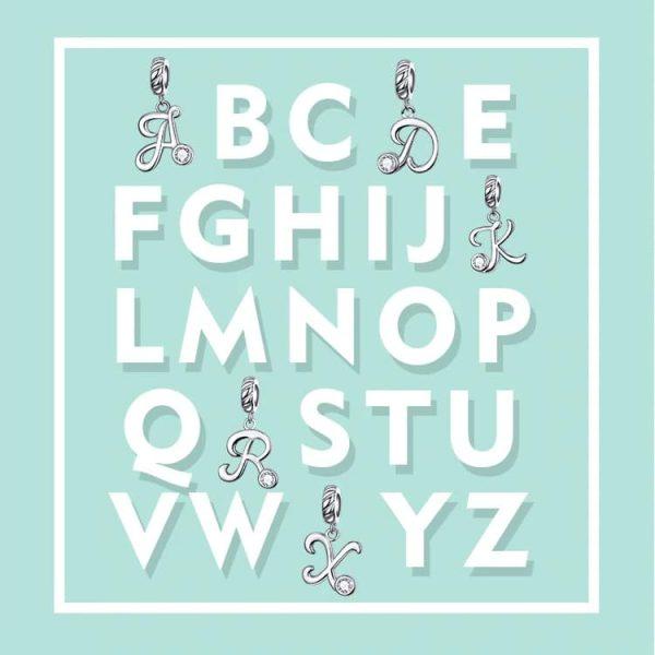 Ezüst modern betű charmok