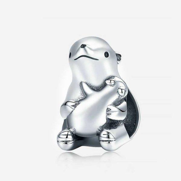 Ezüst jeges maci ölelő boccsal charm