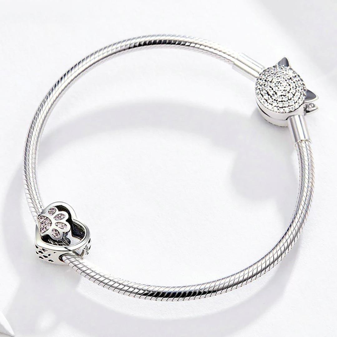Ezüst kristályos tappancsos szív charm