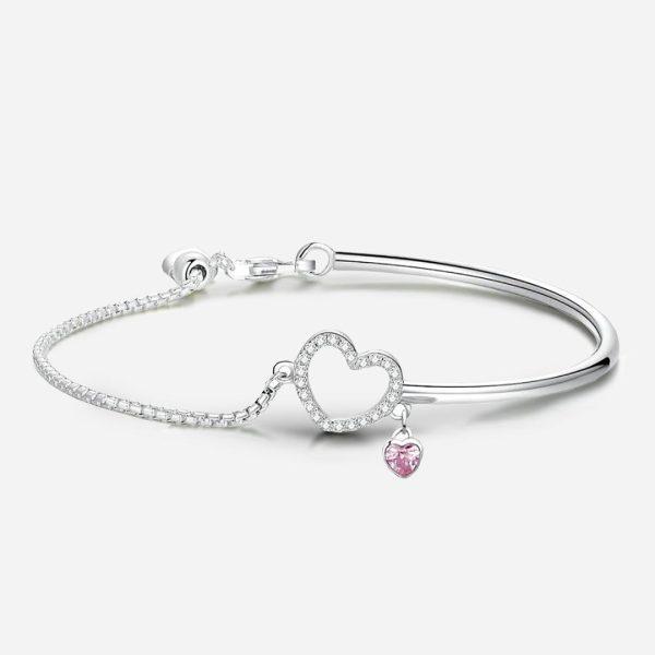 Ezüst félig nyitott karperec kristály szívvel