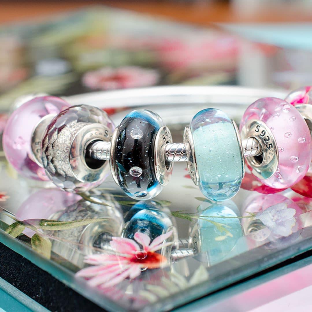Muránói ezüst charmok, ezüst karkötőn